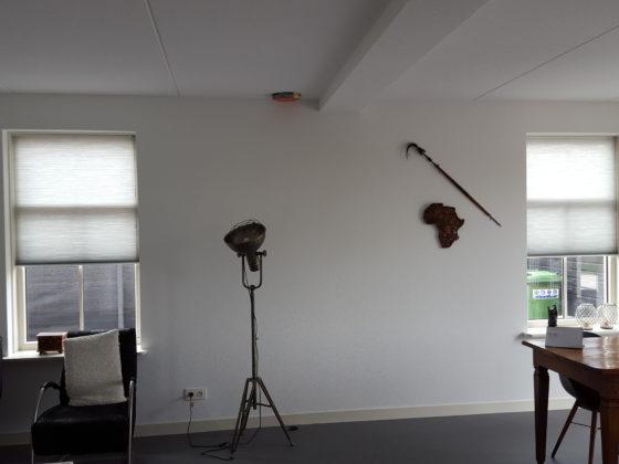 Plisse gordijn in moderne woning