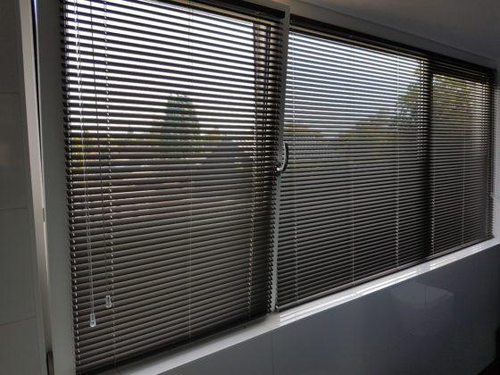 Horizontale jaloezie op draai kiep raam