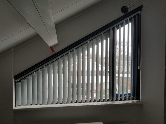 Lamellen voor schuin raam op maat gemaakt